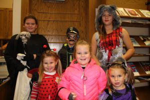halloween-library10-31-2016-010
