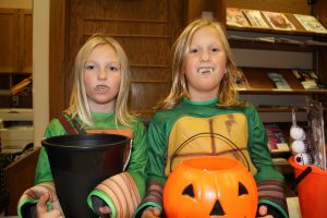 halloween-library10-31-2016-013