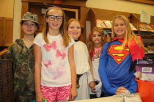 halloween-library10-31-2016-018